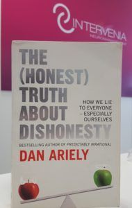 the honest truth about dishonesty portada